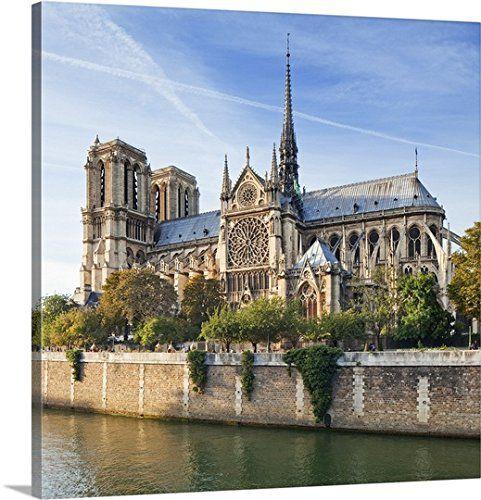 世界遺産・パリのノートルダム寺院(大聖堂)で、大規模な火災が発生