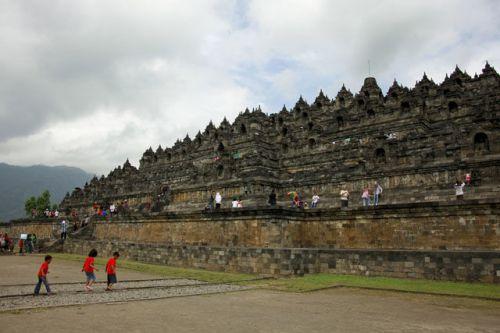 バリから一足伸ばしてジャワ島へ!世界遺産ボロブドゥール寺院