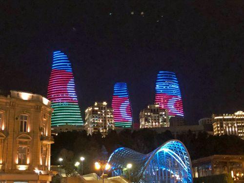 【アゼルバイジャン】首都バクー ~世界遺産乙女の望楼 ~殉教者の小道 ~フレームタワーズのライトアップ