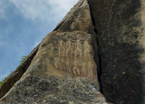 【アゼルバイジャン】世界遺産コブスタン岩絵 ~カスピ海 ~バーニングヒル、ヤナルダー ~ジョージアへ