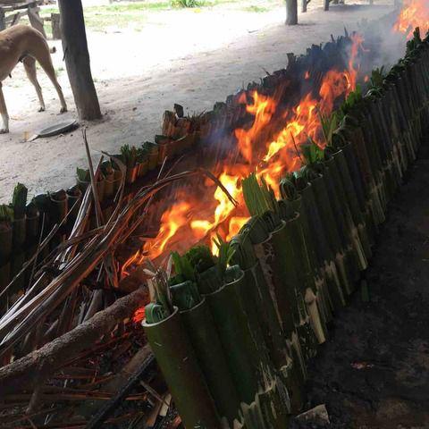 #アンコールワット日本語ガイドトム(705)カンボジアの伝統的な赤飯といえば[クーロラアン]です。