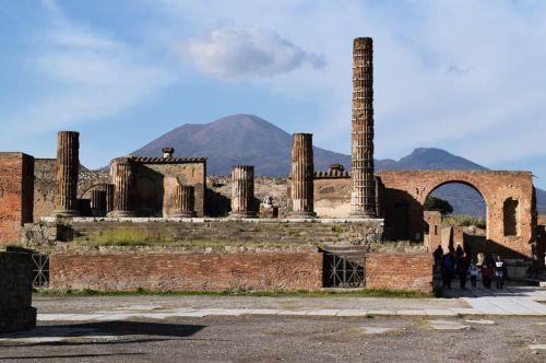 世界遺産「ポンペイ遺跡」で古代ロマン探訪