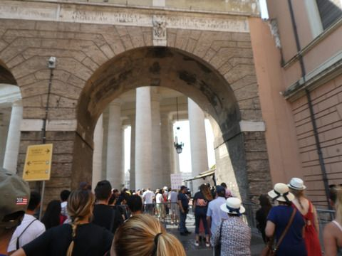 週末ローマ&サンマリノ その17 世界遺産、バチカン市国のサン・ピエトロ大聖堂と教皇様。
