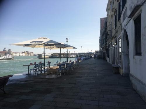 イタリア ヴェネツィアの素晴らしさを水景&路地裏フェチの観点から解説してみる - 風来のニート〜住所不定無職ガチ勢の日常〜