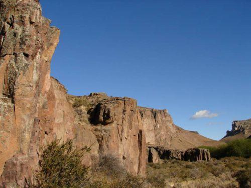 【世界遺産】無数の手形が残された洞窟「ピントゥラス川のクエバ・デ・ラス・マノス」の観光の見どころ - 気ままな雑多日記