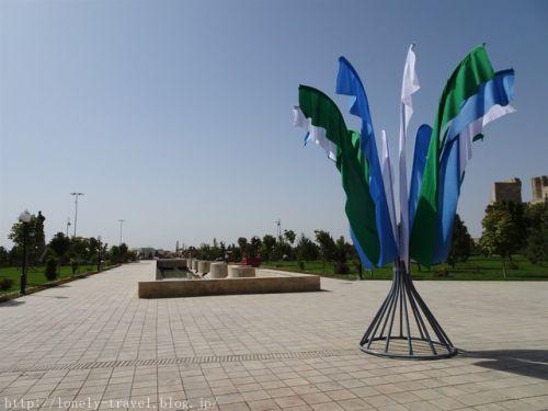 ウズベキスタン旅行記37 【世界遺産】圧倒的なスケールの大きさ、ティムール像とアク・サライ宮殿跡
