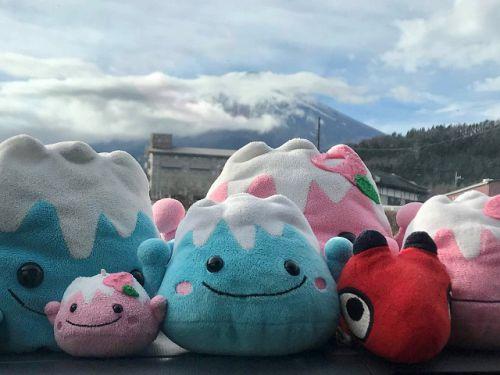 三国第一山・富士山、岳麓の奇祭「吉田の火祭り」 - 青い滑走路